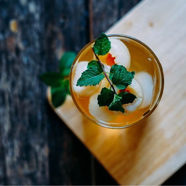 ✨🌱Join us for an evening of Botanical Cocktails! 🌱✨ In partnership with our friends @manifestdistilling and @edibleneflorida , we're hosting another community workshop next month, focused on the use of wild foraged edibles and local garden herbs in making tasty summer drinks. Tickets are $20 per person— and going fast! Get yours in our bio link! 👆🍸✨