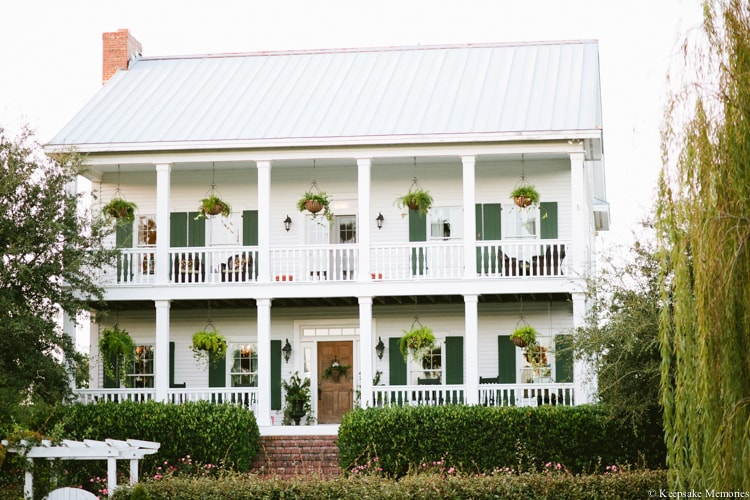 the-watson-house-vintage-emerald-isle-nc-wedding-min.jpg