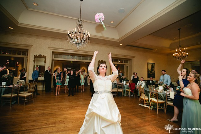 bouquet wedding toss