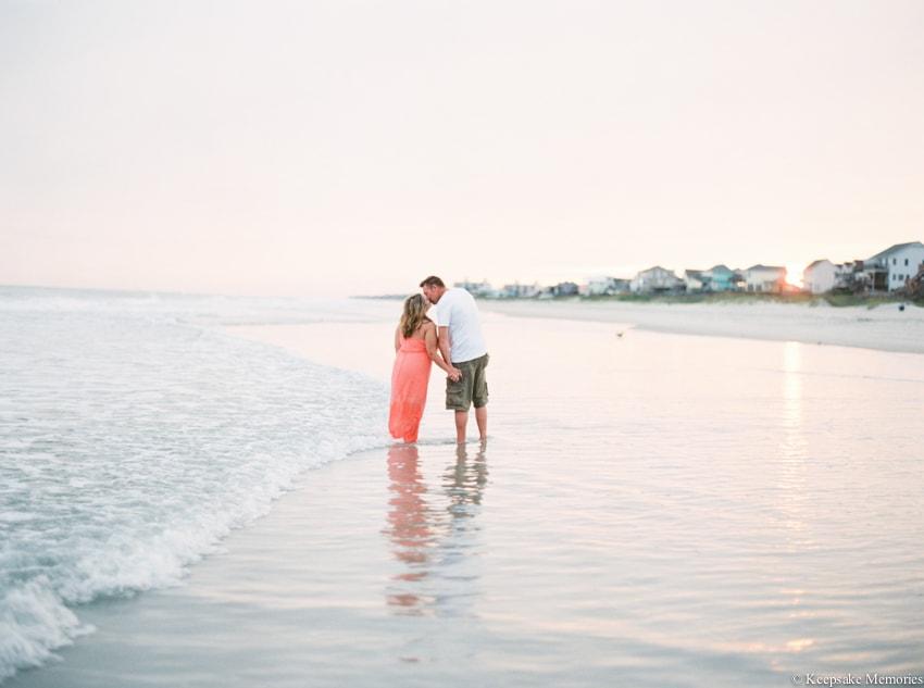 bogue-inlet-pier-emerald-isle-engagement-photos-12-min.jpg