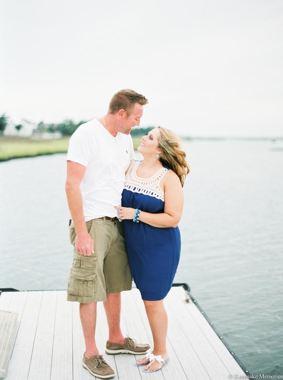 bogue-inlet-pier-emerald-isle-engagement-photos-15-min.jpg