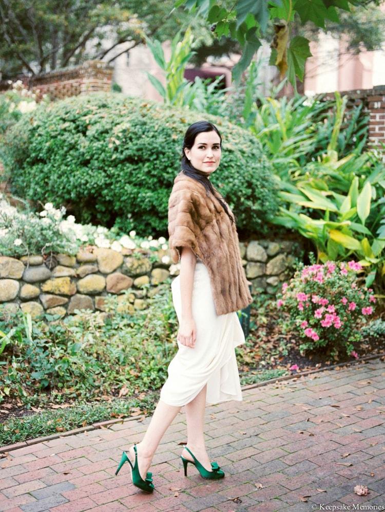 brides-wearing-fur-coats-at-winter-weddings-3-min.jpg