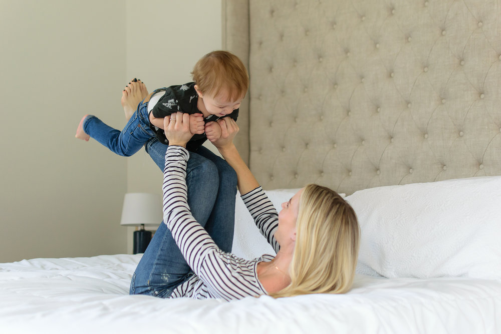 mom-baby-playing-on-bed-lifestyle-family-session-buckhead-atlanta-georgia