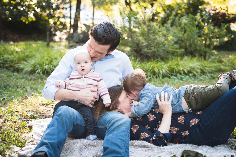 family-of-four-atlanta-family-photographers-winn-park-atlanta