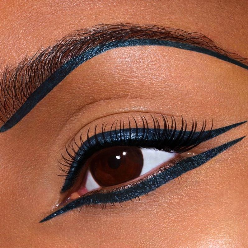 Queen-Nefertiti-Inspires-Christian-Louboutin-Eye-Makeup.jpg
