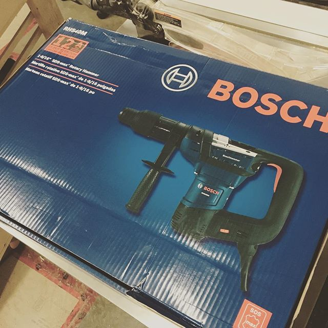 Finally got myself something to break up those pesky rocks. 💪🏻💪🏻 #boschhammer