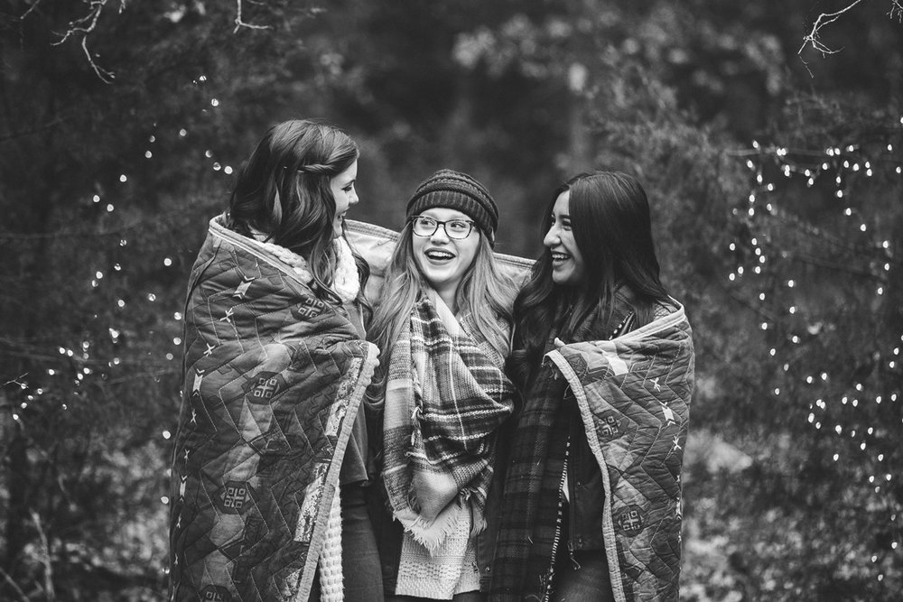 Black and white image of high school seniors wrapped in a blanket in Oklahoma City, Oklahoma by Amanda Lynn Photography.