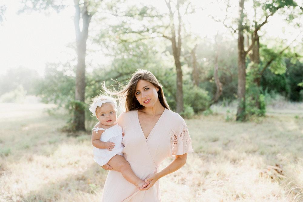 motherhood photographer Austin texas