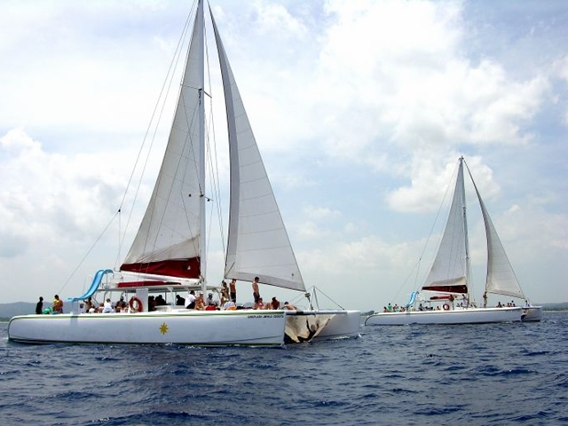 CATAMARANBOOZE CRUISE -