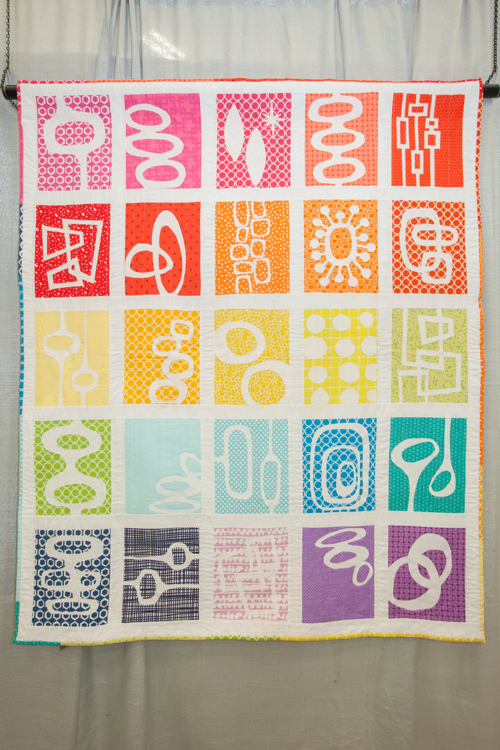 3rd Place: Retro Modern Shapes  Pieced and quilted by Heather Davidson Design source: SuZanna Anna