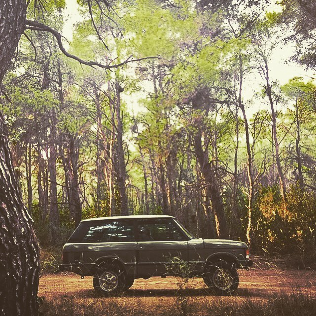 As Christmas approaches this weekend. We take a look back at a Range Rover Classic 1986 that was saved by ourselves this time last year. Found on a farm in Barcelona and now happily re-homed in Athens. The new owner informs us that he has just completed an engine rebuild and will soon be carrying out a body off respray, followed by an interior overhaul.  It truly brings joy to know that here at Samuel Lloyd & Co we are saving possibly lost and forgotten gems and finding them new owners, who are committed to continuing the story. #RRC #rangerover #rangerover2door #rangerover3door #4x4 #athens