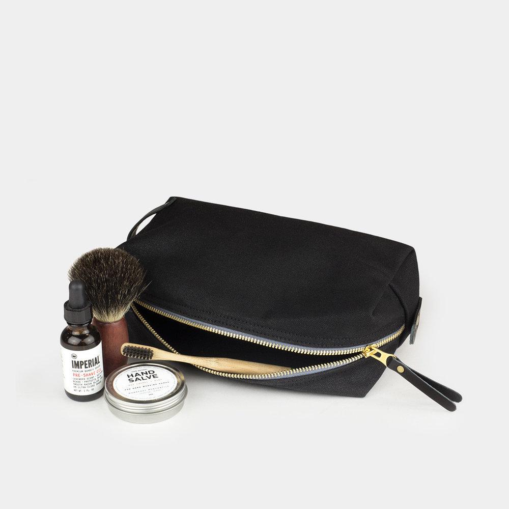 Dopp-Kit_Black_Black-Leather_Large_ff7905c4-f585-408e-a2b3-d40e03a53090.jpg