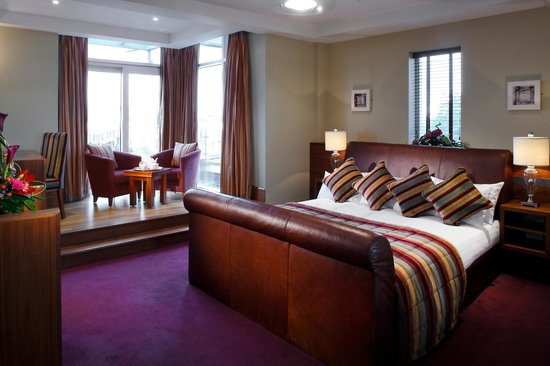 tullamore-court-hotel-bedroom.jpg