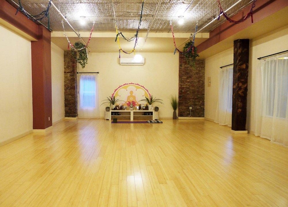 loom yoga bushwick.jpg