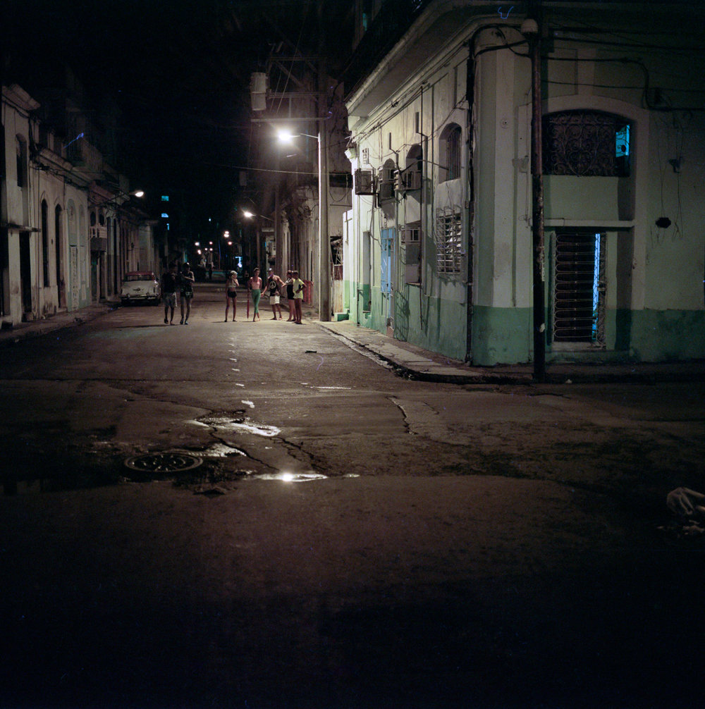 0001-cuba-travelphotography-25-Cuba-Portra-800-11.jpg