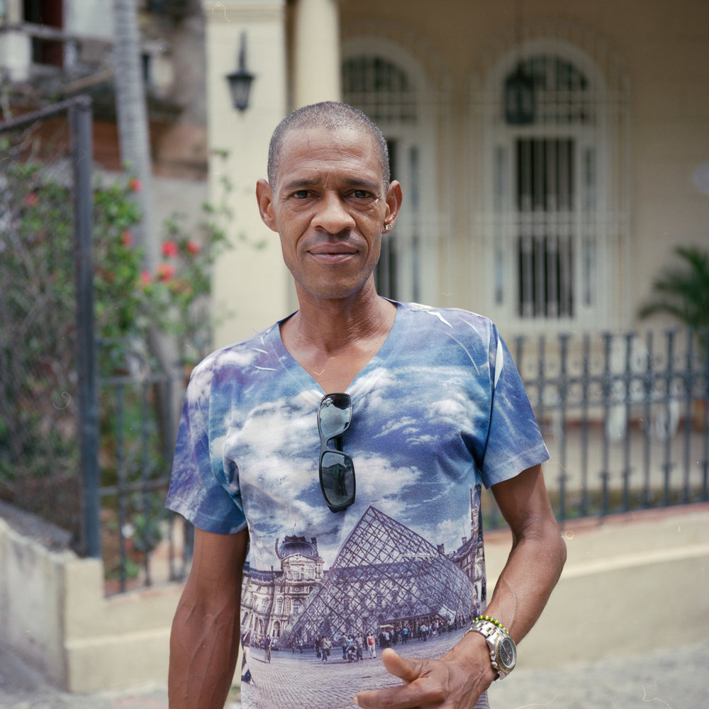 0001-cuba-travelphotography-22-Cuba-Portra-400-8.jpg