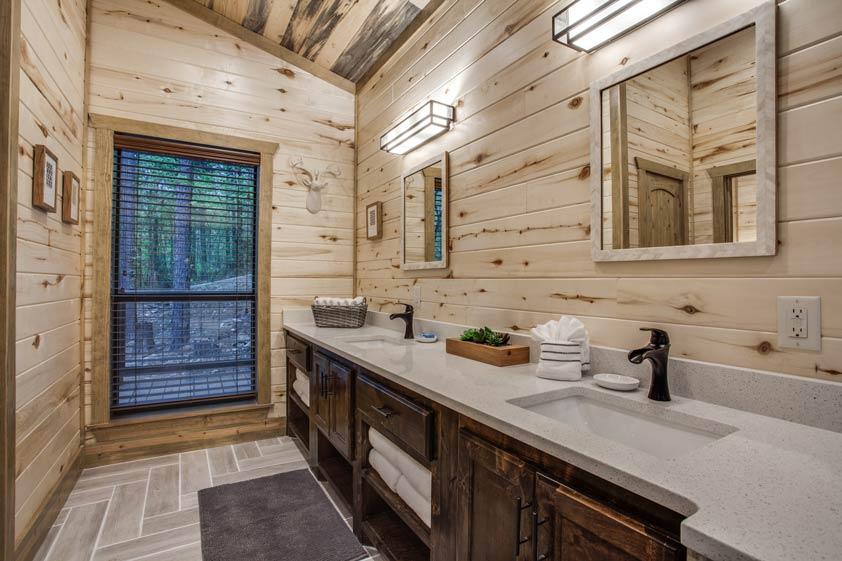 Rustic Hollow Cabin | Master Bathroom#1