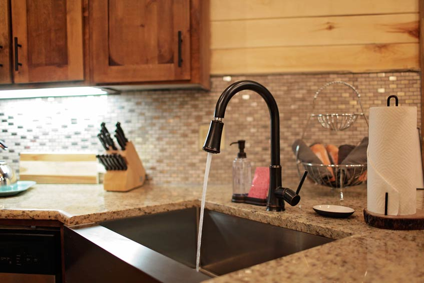 Rustic Retreat | Kitchen Amenities