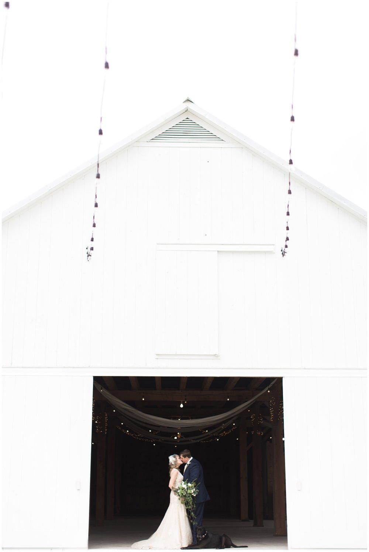 AmishBarnatEdgeWedding_0005.jpg