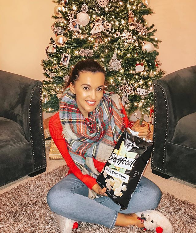 Happy Sunday friends! It's so cold in Houston and I've been enjoying lots of cuddles with my babies. We are about to watch a Christmas movie and 🍿 is a must! #ad We love @smartfoodpopcorn it's so good! My favorite flavor is the white cheddar. It's so yummy! Popcorn made with real ingredients and no artificial flavors. I picked ours up at my local @krogerco #smartfoodpopcornatkroger
