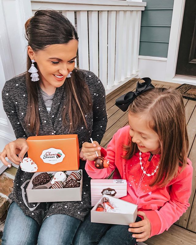 I hope y'all are having a sweet week... Something for Mila and something for mama! #sponsored @sharisberries always deliveries delicious chocolate 🍓 and other yummy goodies. The perfect treats for Valentine's Day without breaking the bank. Use code LOVEBIG20 for extra savings. #sharisberries #welovechocolate #withmybestie