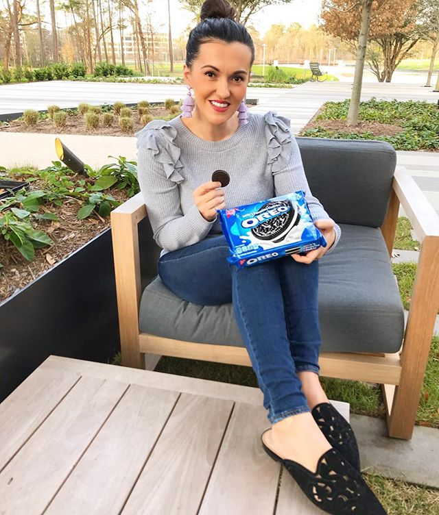 Spent the weekend with my favorites! The weather was perfect yesterday, we had a picnic together. #ad OREO Cookies are some of our favorite snacks on the go! Oh and I love to make mini @oreo cheesecakes, major crowd pleaser! I pick mine up at my local @krogerco Have a beautiful week friends! #oreoatkroger #celebratethestufinside