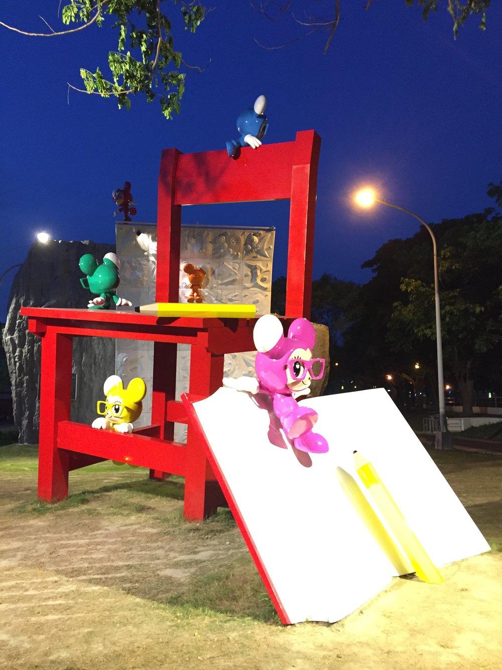 大紅椅照片提供都市藝術工作室01.JPG