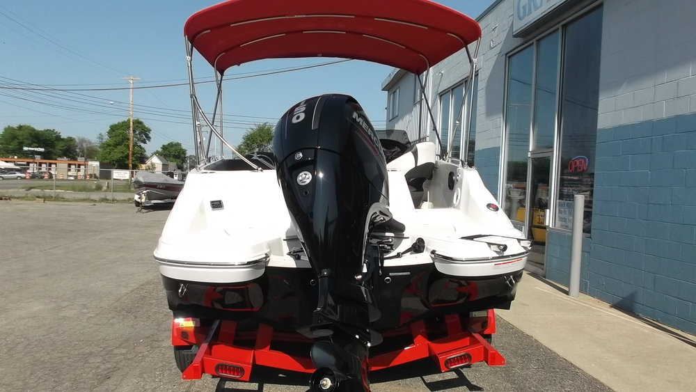 Mercury 150hp 4 stroke outboard provides plenty of power for watersports and is very quiet & fuel efficient