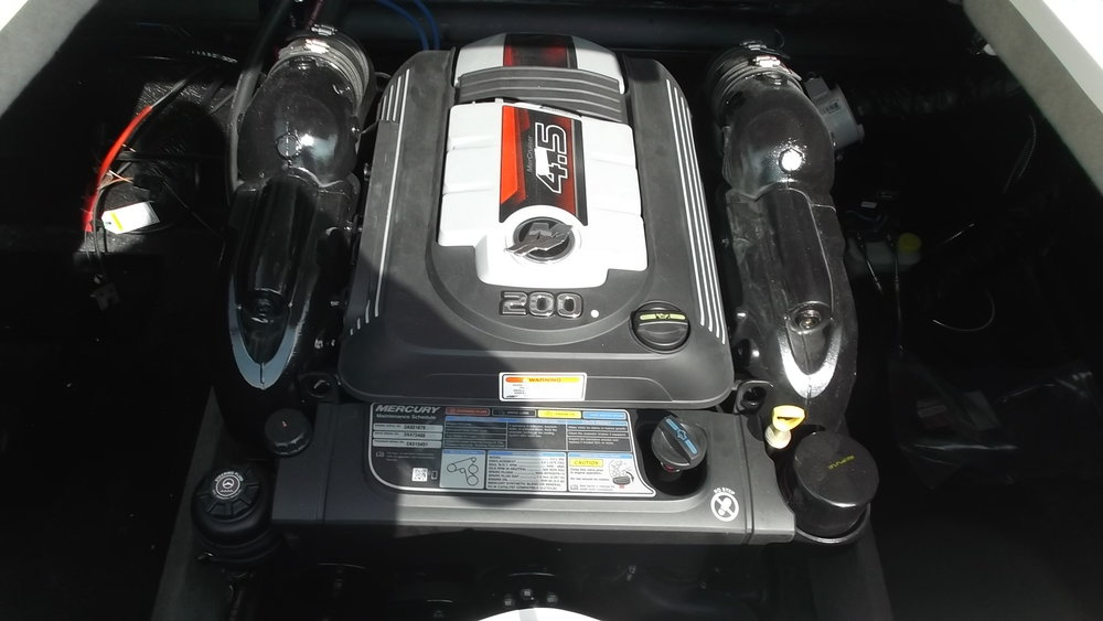 Mercruiser 4.5L 200hp MPIC V6 has plenty of power for water sports and family fun.
