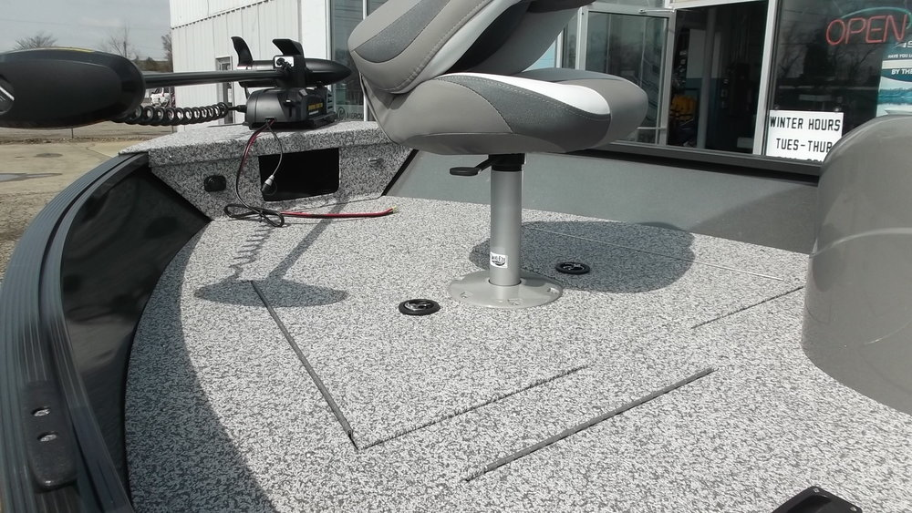 Removable pedestal on upper casting deck