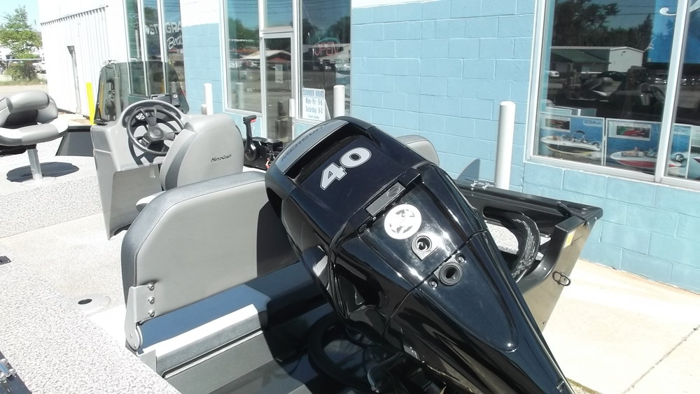 Mercury 40hp 4 stroke outboard. This boat has a M.S.R.P. of $19,793.20 and our SALE PRICE is $16,295.00 (plus freight/prep/tax/registration) reduced from $17,695.00!!