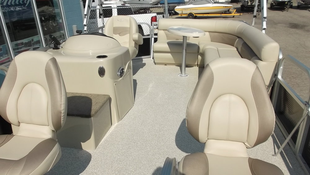 Very spacious layout for a 16ft boat