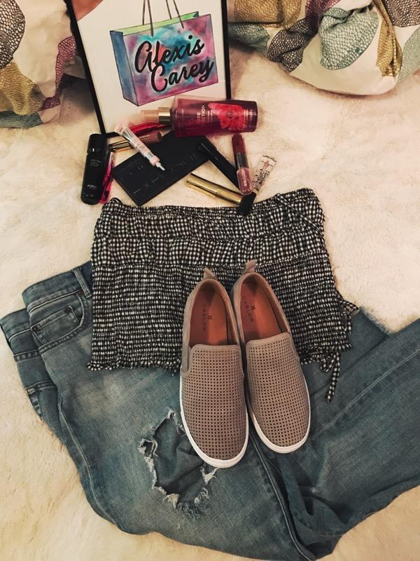 Shirt / jeans / shoes /belt( similar )