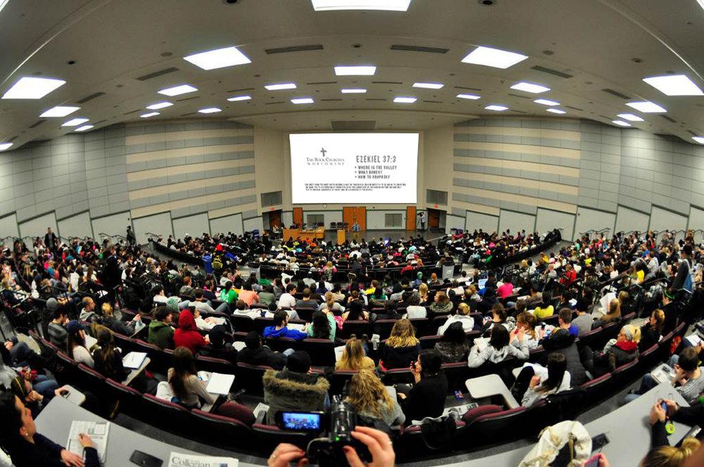 Instituto Bíblico - Una amplia gama de clases sobre cualquier cosa que pueda necesitar en la vida, para obtener el conocimiento que requiere para potenciarse al máximo.