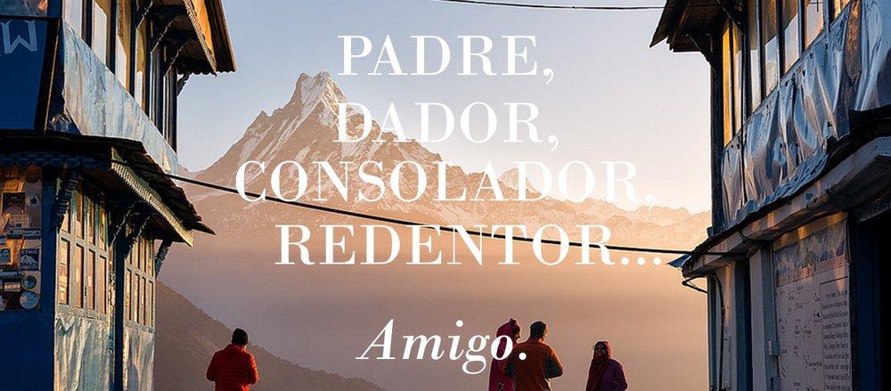 Amigos que buscan a Jesús de pie delante de la montaña global