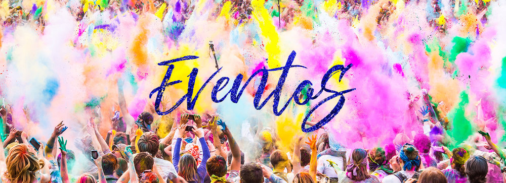 Grupo de personas fuera de divertirse durante el festival de color que muestra los eventos y celebraciones