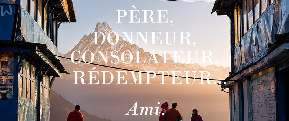 Les amis qui cherchent Jésus debout devant la montagne mondiale
