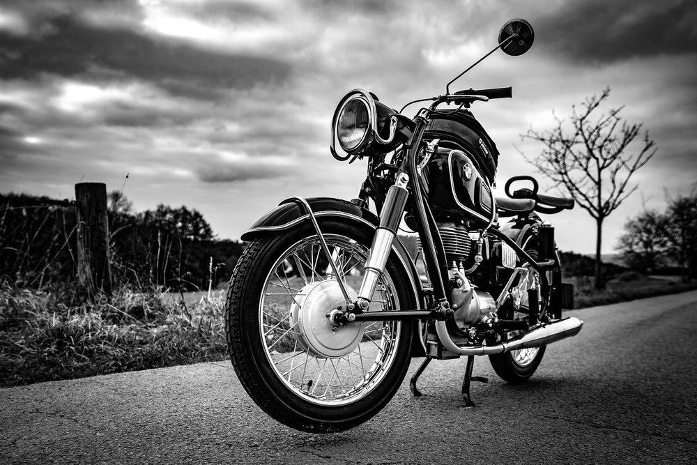 motorcycle-1927533_1920.jpg