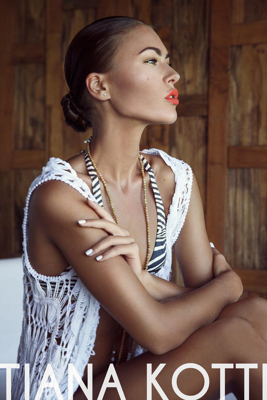 Hair & Makeup: Frances Feldmann, On Location Glam  Photographer: Tiana Kotti