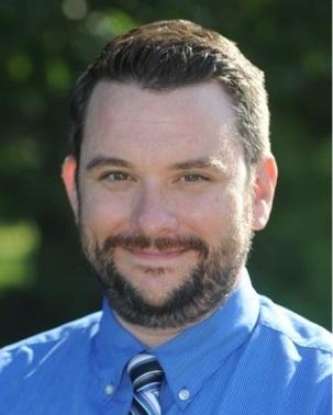 Adam Ladd 現為美國哈德森蒙特梭利學校 (Hudson Montessori School) 中學校長。2015 年獲得國際蒙特梭利協會 (AMI) 及北美蒙特梭利教師協會(NAMTA) 之青少年培訓認證,目前他也擔任該培訓講師。  2018 年夏天他參與了 AMI/NAMTA 在赫胥蒙特梭利學校 (Hershey Montessori School) 的青少年培訓,引導來自世界各國 40 名教師將蒙特梭利教育運用於中學,同時也講述他在哈德森學校的經驗,並帶領學員體驗以場域為本的教學法 (Place-Baced Pedagogy)。