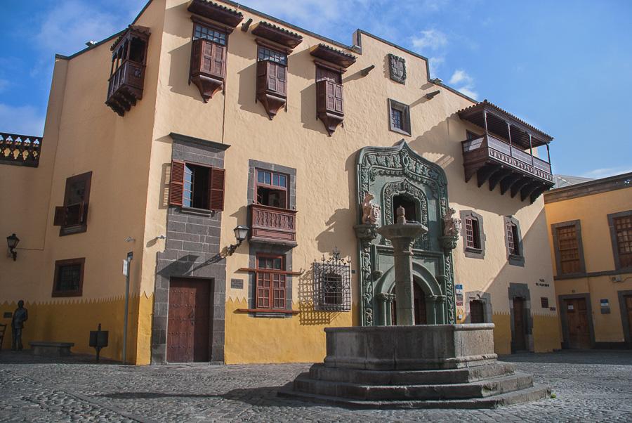 Casa de Colón - El museo, dependiente del Cabildo de Gran Canaria, vuelve a ser la sede principal y lugar de celebración de todas las proyecciones de la muestra. Su edificio, enclavado en el barrio histórico de Vegueta, posiblemente sea uno de los más emblemáticos de la ciudad.