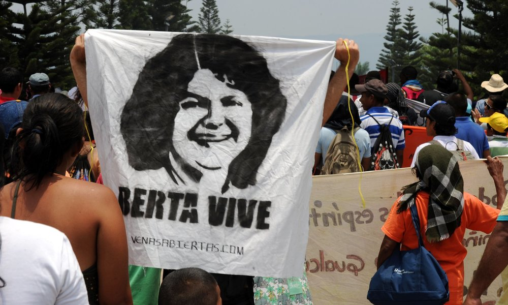 Fotograma del cortometraje documental 'Berta vive' (2016) de Katia Lara Pineda.