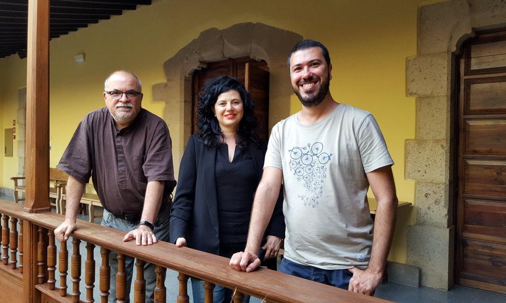 Posado del Jurado de Visionaria 2017 (Orlando Brito, Victoria Galván y Jonay García) tras la deliberación en la Casa de Colón.
