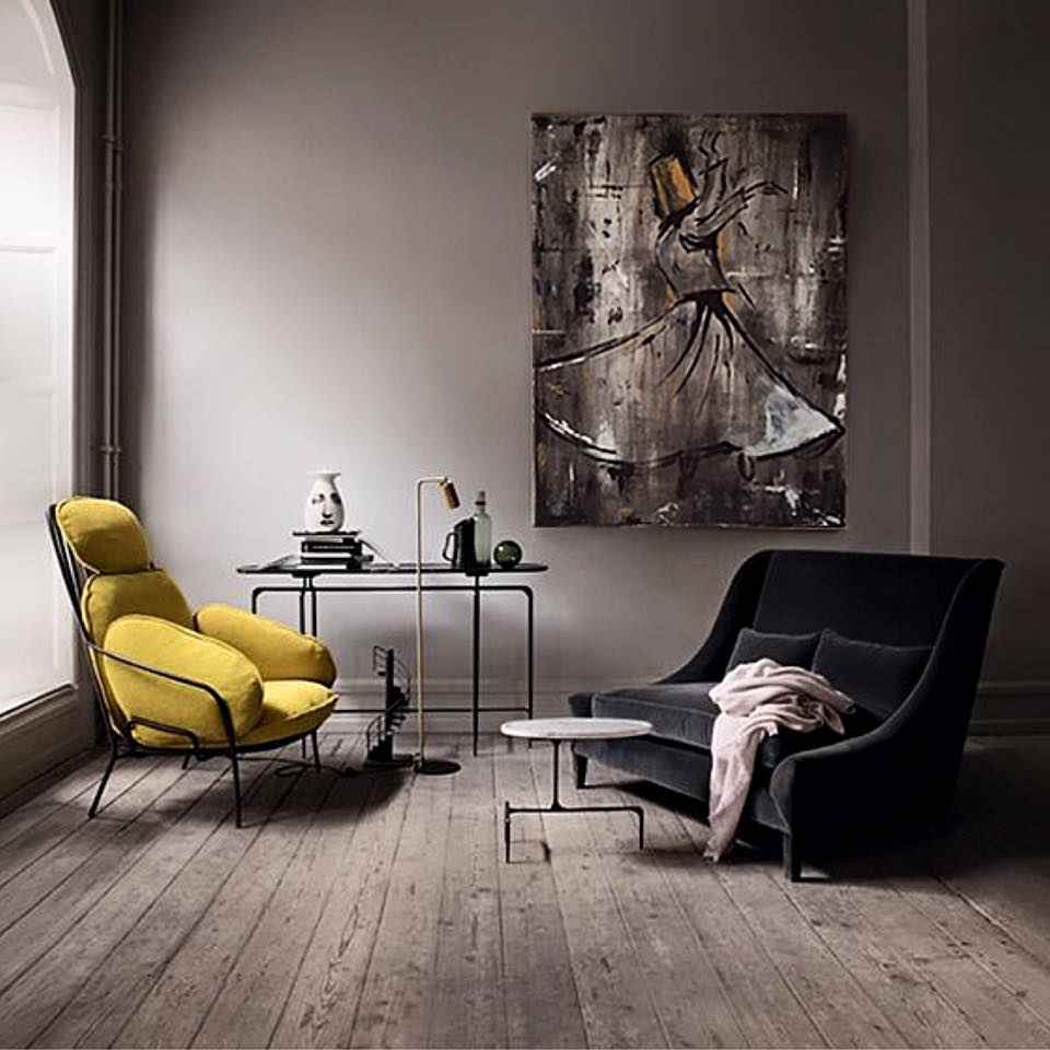 •The first step in choosing an artwork is to really know your color scheme. The basic rule of thumb is to choose an art piece that will match your space without detracting from any of the design elements that are in it. We hang art to set a mood and add an accent to our interior.•