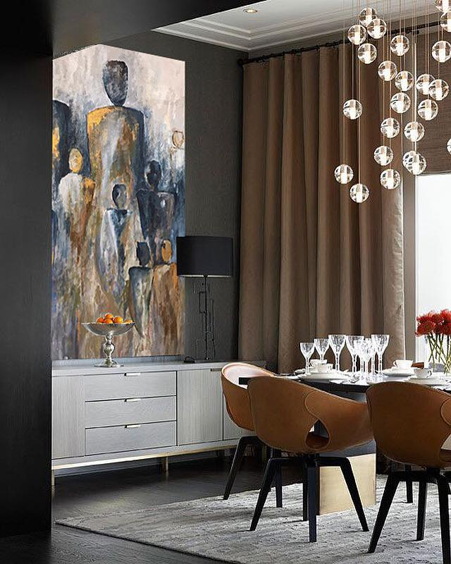 • Want a rich look to your home? Classy furnishings in shades of cream and brown reflect a timeless look that always pleases. A touch of metallics, from the gold tints in an artwork to the curtains add a hint of hotel-like luxury to your space.•