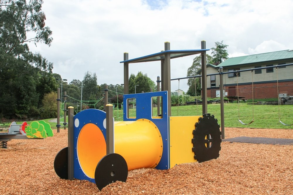 This little tractor gives life in the school playground.