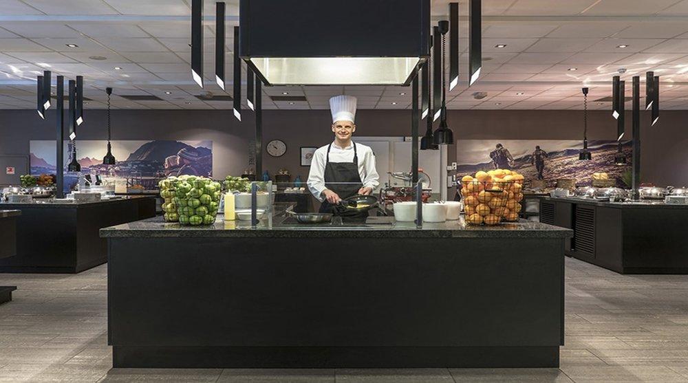 hotel-restaurant-breakfast-omelet-chef-clarion-oslo-airport.jpg