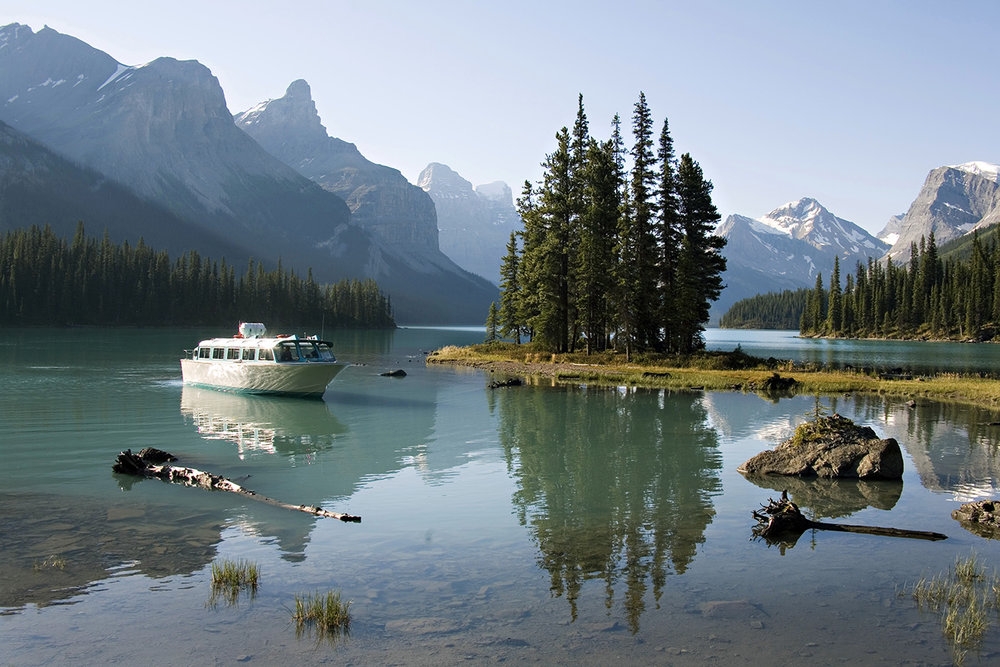 Boat Cruise in Lake Maligne