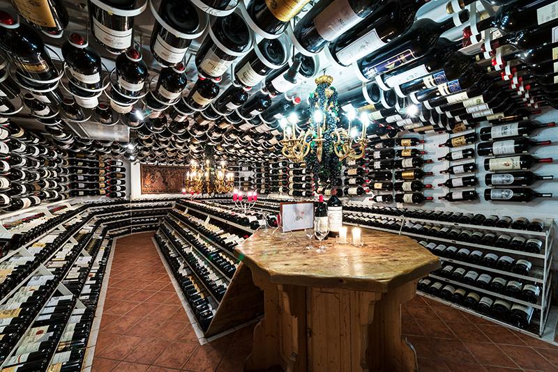 Hospiz-Alm_Big-bottle-wine-cellar-(c)-arlberg1800-RESORT-(5).jpg