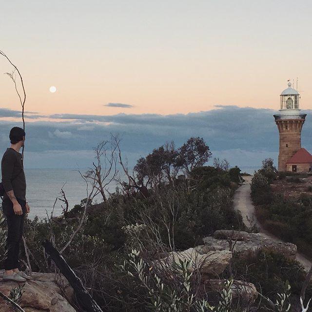 Full moon, lighthouse, palm beach headland at dusk... pretty special right? . . . . #theedithub #lighthouse #beach #wanderlust #coastline #whataview #neverstoptravelling #neverstopsmiling #palmbeach #dusk #travellers